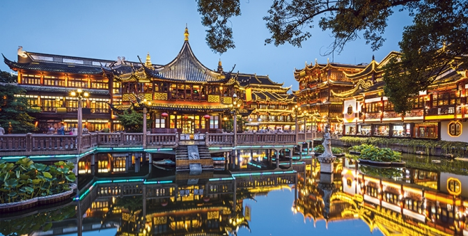 yu-garden-lights-up-for-the-evening